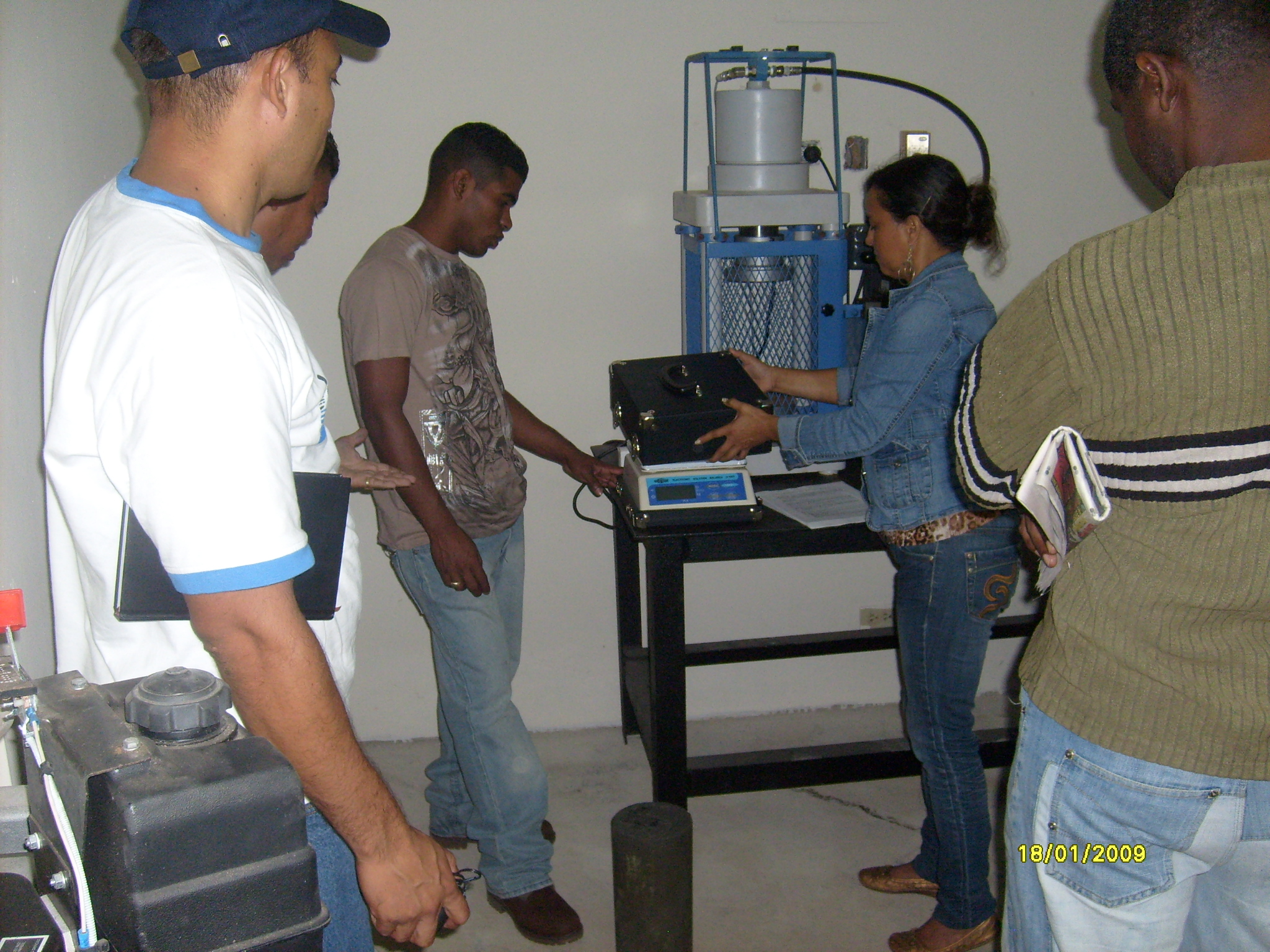Laboratorio de ensayo de materiales y suelos de col n - Materiales para suelos ...