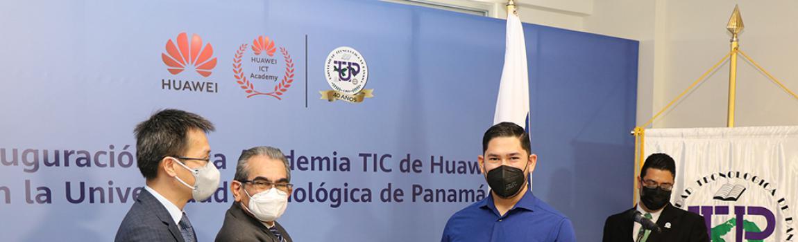 Kelvin Alvarado, Vladimir Villarreal y José Rodríguez, de la UTP, fueron premiados por la Cámara Junior de Panamá, como Jóvenes Sobresalientes de Panamá, 2018.